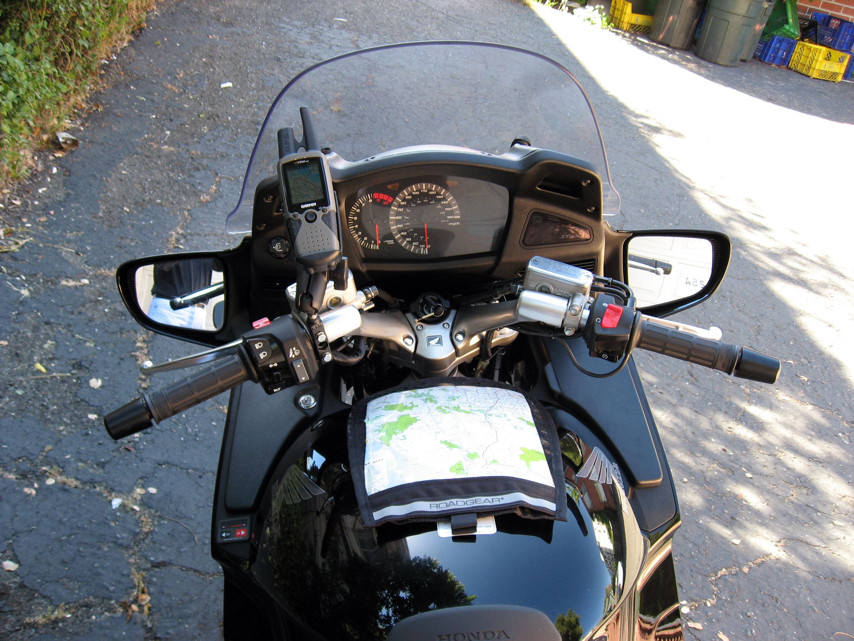 http://www.ski-epic.com/2006_HondaST1300_SuzukiGS1000L/p15b_ST1300_gps_mount.jpg